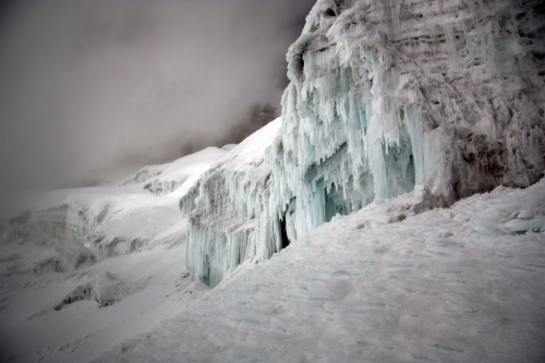 Route finding in the labyrinth of glaciers on Cotopaxi